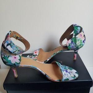 🎉EUC-Signature REPORT- Floral Sandals ZAILEY